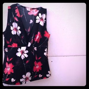 🦋VAL PETITE Women's Floral Sleeveless Top!